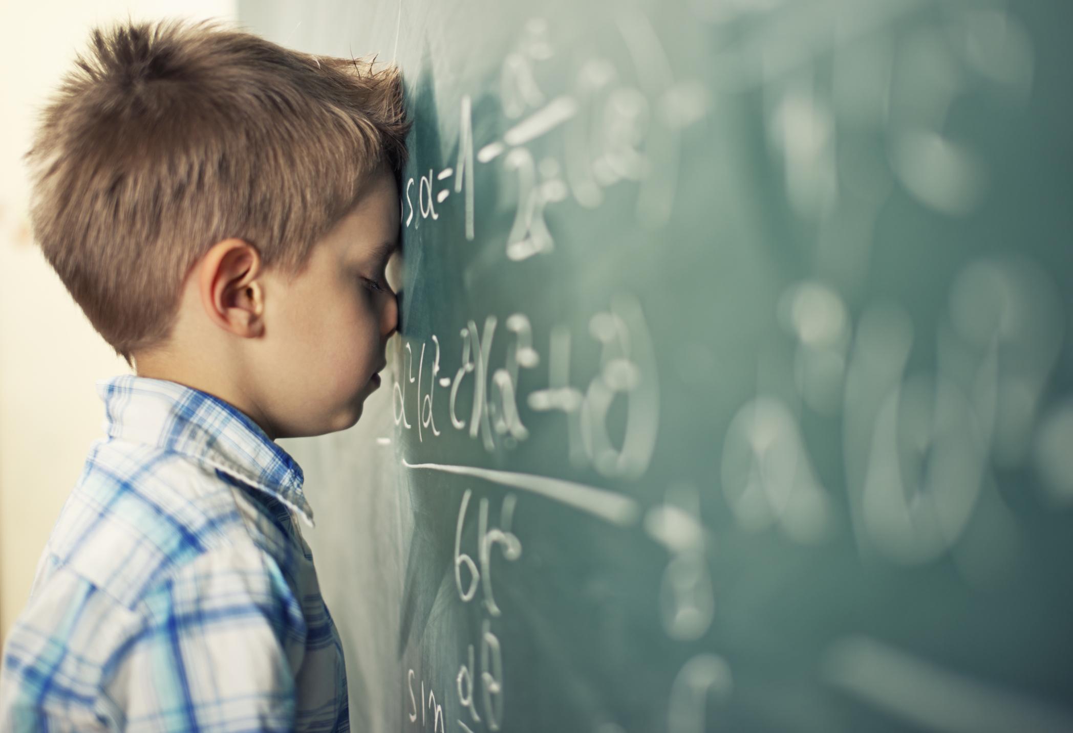 Psicologo scolastico contro insegnamento monotono e frustrante